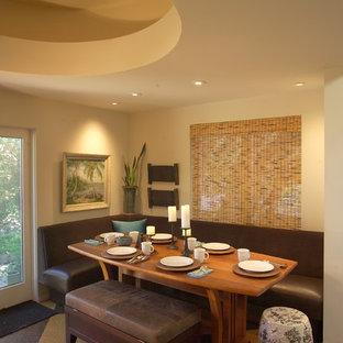 Foto de comedor actual, grande, abierto, con paredes blancas, suelo de corcho y suelo marrón