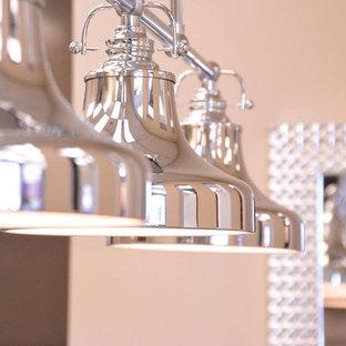 Imagen de comedor de cocina actual, pequeño, con paredes beige