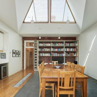 メルボルンの大きいコンテンポラリースタイルのおしゃれなLDK (白い壁、コンクリートの床、暖炉なし) の写真