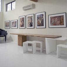 Modern Dining Room by DDG DESIGN STUDIO