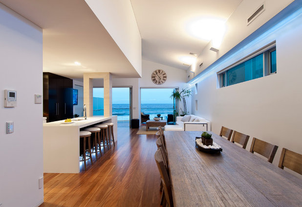 Contemporary Dining Room by Aspire Constructions