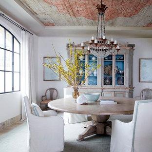 Shabby-Look Esszimmer ohne Kamin mit weißer Wandfarbe in Orange County
