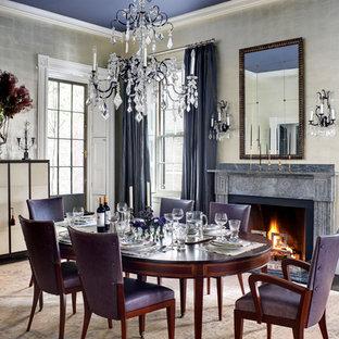 Esempio di una sala da pranzo classica chiusa con pareti con effetto metallico, parquet scuro, camino classico e pavimento marrone