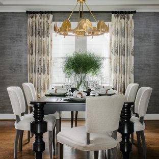 Свежая идея для дизайна: большая столовая в стиле современная классика с серыми стенами, паркетным полом среднего тона, коричневым полом и кессонным потолком - отличное фото интерьера