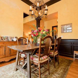 Exempel på en klassisk separat matplats, med gula väggar och ljust trägolv