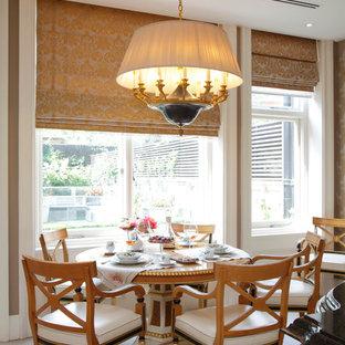 Esempio di una sala da pranzo vittoriana con pareti bianche