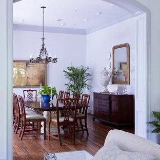 Cette image montre une salle à manger traditionnelle.