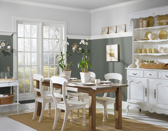 Traditional Dining Room by Benjamin Moore
