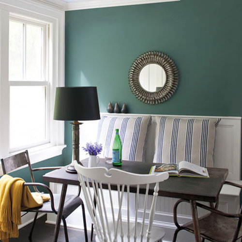 Example Of A Coastal Dining Room Design In New York