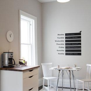 Kleines Modernes Esszimmer mit Schieferboden und grauer Wandfarbe in Toronto