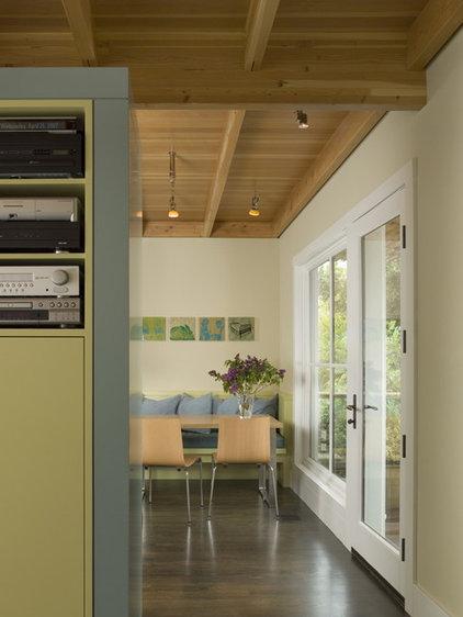 Modern Dining Room by Studio Sarah Willmer