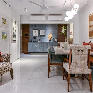 Idee per una sala da pranzo aperta verso il soggiorno etnica con pareti bianche, pavimento bianco e pavimento in marmo