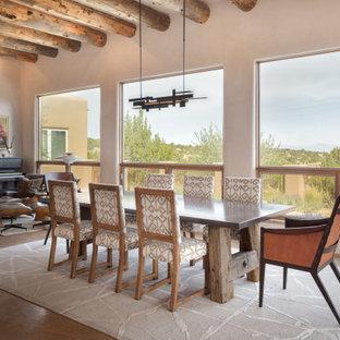 Ispirazione per una grande sala da pranzo aperta verso il soggiorno american style con pareti beige e pavimento grigio