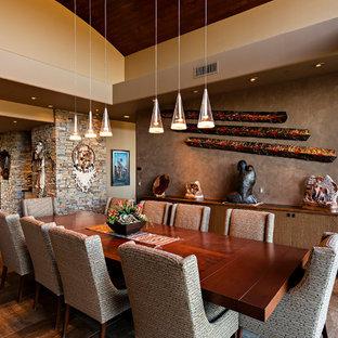 Ejemplo de comedor de estilo americano, grande, sin chimenea, con paredes beige
