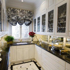 Traditional Dining Room by Stoneville USA Inc.