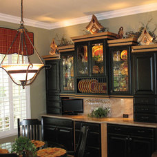 Traditional Dining Room by Rebekah Hayfield/Schuler Cabinetry