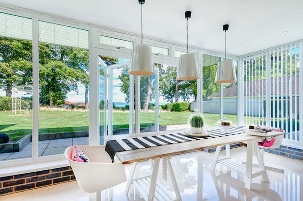 Contemporary Dining Room by Colin Cadle Photography