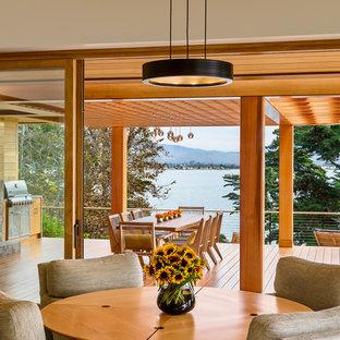 Idée de décoration pour une salle à manger ouverte sur le salon ethnique avec un mur beige.