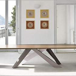 Bonaldo Big Table - A strong personality that is always in movement, as if it were walking: this is how the Belgian designer Alain Gilles sees the Big Table, which he has designed for Bonaldo. Big Table is a large, functional table which, although created in traditional materials like steel, wood and glass, is characterised by extremely original design, so much so that the perception of the product changes depending on the angle from which it is viewed.
