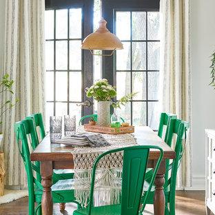 Inspiration pour une salle à manger style shabby chic de taille moyenne avec un mur gris, un sol marron, un sol en bois foncé et aucune cheminée.