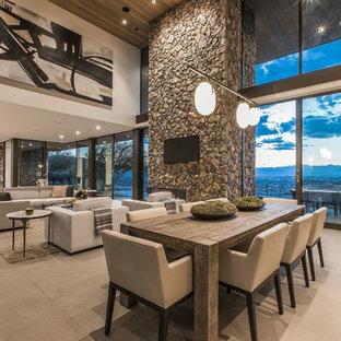 ラスベガスの大きいコンテンポラリースタイルのおしゃれなLDK (ベージュの床、白い壁、コンクリートの床、標準型暖炉、石材の暖炉まわり) の写真