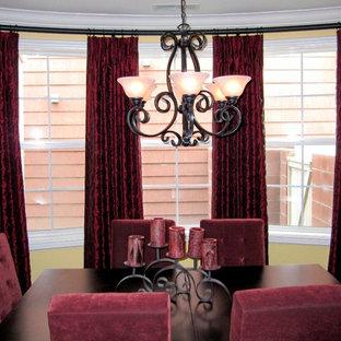 Ispirazione per una sala da pranzo chic chiusa e di medie dimensioni con pareti beige, parquet scuro e nessun camino