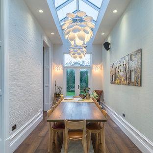 Mittelgroßes, Geschlossenes Stilmix Esszimmer ohne Kamin mit braunem Boden und dunklem Holzboden in Manchester