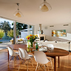 Modern Dining Room by Cambuild