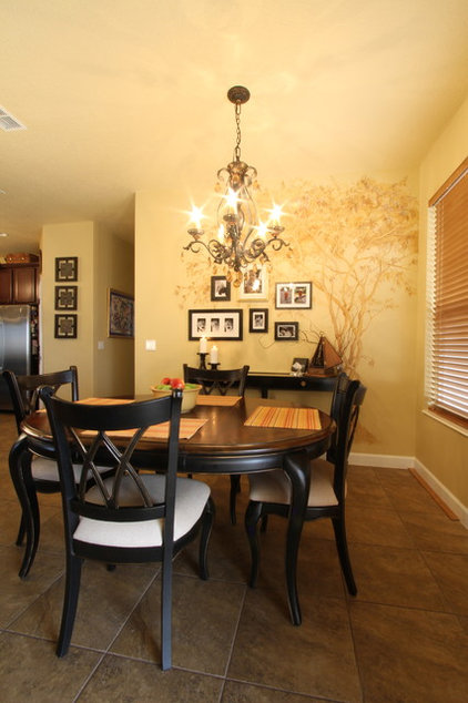 Traditional Dining Room by Hobus Homes
