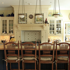 Traditional Dining Room by Debra Kling Colour Consultant