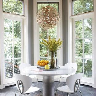 Inspiration för ett mellanstort funkis kök med matplats, med grå väggar och skiffergolv
