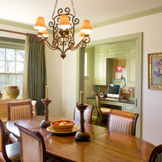 Traditional Dining Room by RWA Architects