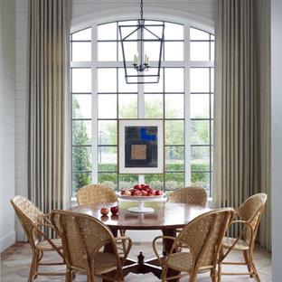 Ispirazione per una grande sala da pranzo classica chiusa con pareti bianche, pavimento in terracotta e pavimento multicolore