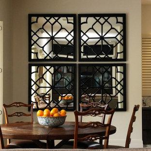 Immagine di una grande sala da pranzo aperta verso il soggiorno mediterranea con pareti beige, pavimento in travertino, camino classico e cornice del camino in pietra