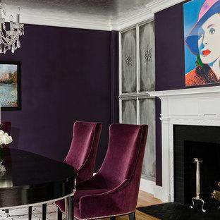 Foto di una sala da pranzo classica chiusa e di medie dimensioni con pareti viola, parquet chiaro, camino classico e cornice del camino piastrellata