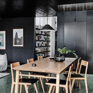 Foto di una sala da pranzo aperta verso il soggiorno contemporanea di medie dimensioni con pareti bianche, pavimento in cemento, nessun camino e pavimento verde