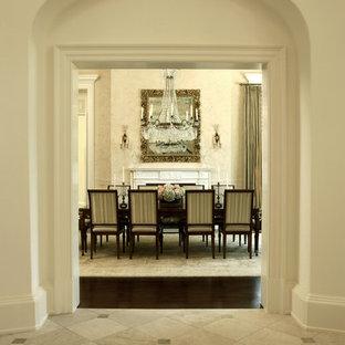 Idee per una sala da pranzo classica con pavimento con piastrelle in ceramica