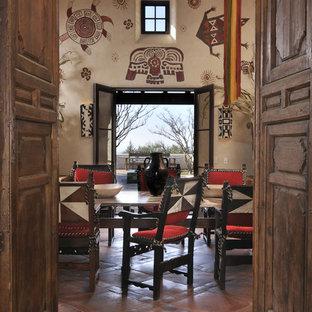 На фото: столовые в стиле фьюжн с бежевыми стенами, полом из терракотовой плитки и красным полом