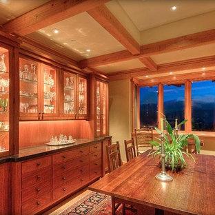 Foto de comedor de estilo americano, de tamaño medio, cerrado, con suelo de madera en tonos medios