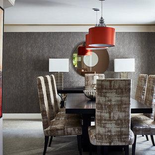 Foto di una sala da pranzo design chiusa e di medie dimensioni con moquette, nessun camino, pareti grigie e pavimento grigio