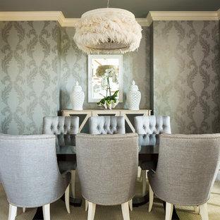Неиссякаемый источник вдохновения для домашнего уюта: столовая в стиле современная классика с темным паркетным полом
