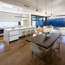 Modern Dining Room by Chan Architecture Pty Ltd