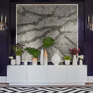 Cette image montre une grand salle à manger ouverte sur la cuisine traditionnelle avec un mur violet, aucune cheminée, un sol marron et un sol en bois foncé.