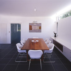 Contemporary Dining Room by Sam Crawford Architects