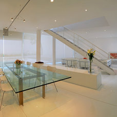 Contemporary Dining Room by BXH Arquitectura
