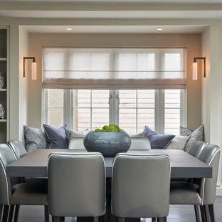 Idée de décoration pour une grand salle à manger ouverte sur le salon design avec un sol en bois foncé, cheminée suspendue, un manteau de cheminée en plâtre et un sol gris.