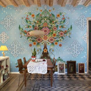 バルセロナの大きいエクレクティックスタイルのおしゃれなLDK (青い壁、セラミックタイルの床) の写真