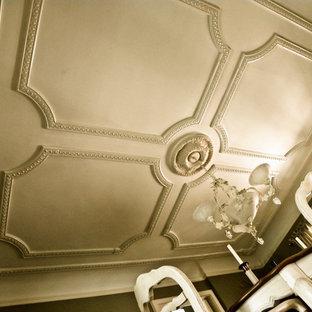 Ispirazione per una sala da pranzo vittoriana chiusa e di medie dimensioni con pareti beige