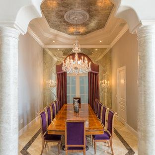 Immagine di una sala da pranzo classica chiusa con pareti grigie