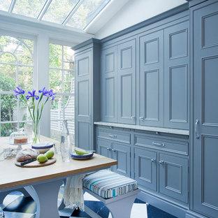 Foto de comedor clásico, extra grande, abierto, sin chimenea, con paredes grises y suelo de mármol